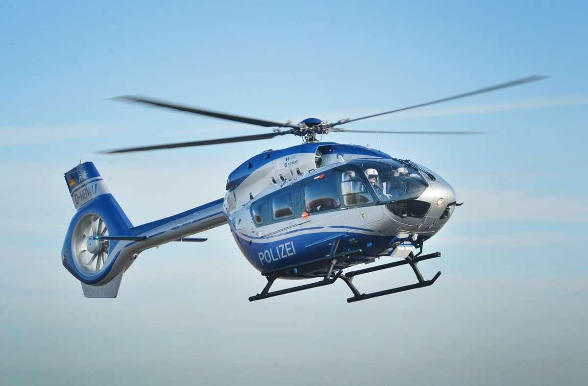 Ein Hubschrauber war laut Polizei im Einsatz. (Symbolfoto) Foto: picture alliance / dpa/Franziska Kraufmann