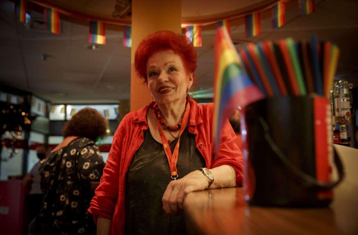 Laura Halding-Hoppenheit in ihrem neuen Kings Club im Exil, der sich in einer ehemaligen Spielhalle zwischen Tagblattturm und Wilhelmsplatz befindet. Foto: Lichtgut/Julian Rettig