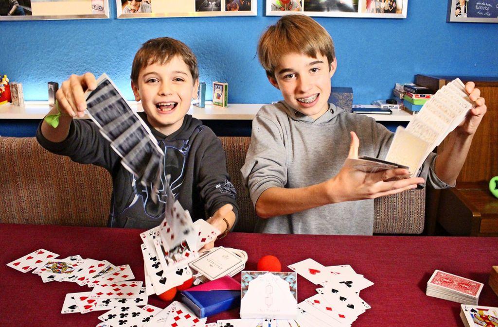 Leo Schlauer (links) und Maurice Grange zaubern für ihr Leben gern. Foto: Holowiecki