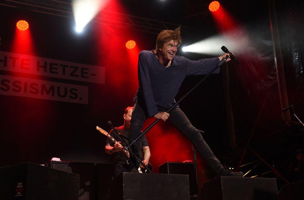 """Bei dem Konzert unter dem Motto """"#wirsindmehr"""" spielten am Montagabend in Chemnitz Bands wie die Toten Hosen. Foto: dpa"""