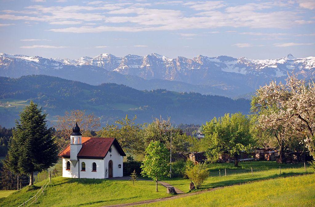 Wandern im Voralpenland mit malerischen Panoramablicken  Foto: Scheidegg-Tourismus
