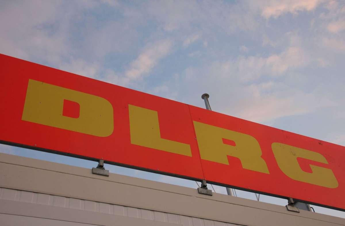 Auch Kräfte der DLRG konnten die Frau nicht mehr retten. Foto: imago images/Die Videomanufaktur/Martin Dziadek via www.imago-images.de