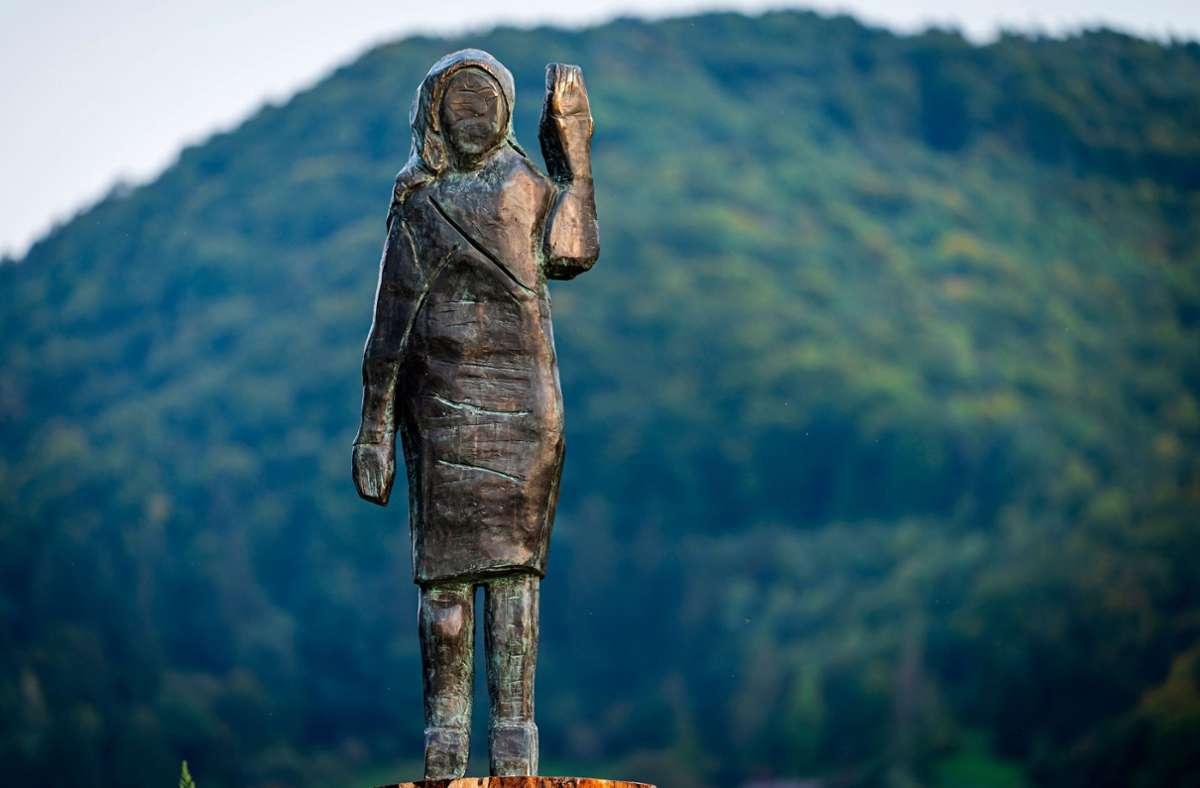 In Auftrag gegeben worden war die Bronzestatue von dem US-Künstler Brad Downey. Foto: AFP/JURE MAKOVEC