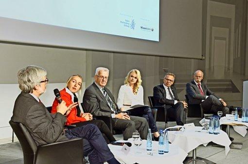 Keine Zukunft ohne MINT? Darüber diskutierten (von links) Ortwin Renn, Karin Winkler, Winfried Kretschmann neben der Moderatorin Tatjana Geßler, Franz Fehrenbach und Dieter Zetsche. Foto: Baden-Württemberg-Stiftung
