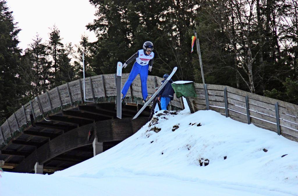 Der Fellbacher Julian Hillmer fliegt in Berchtesgaden 64 Meter weit. Foto: Privat