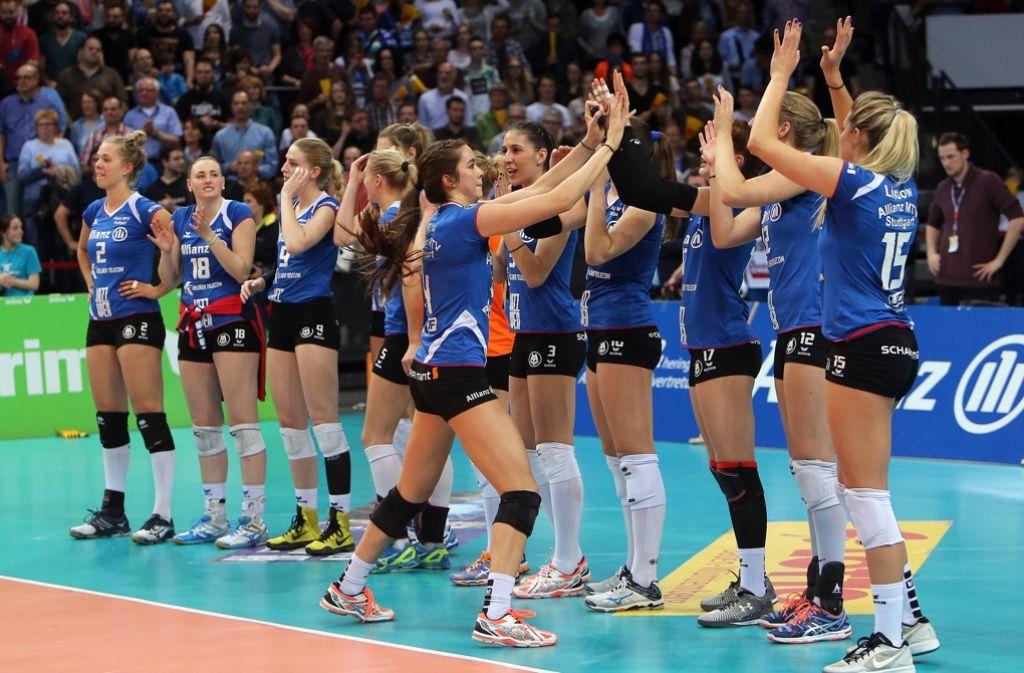 Volles Haus, tolle Stimmung – und ein Sieg: ein perfekter Stuttgarter Volleyballabend. Foto: Baumann