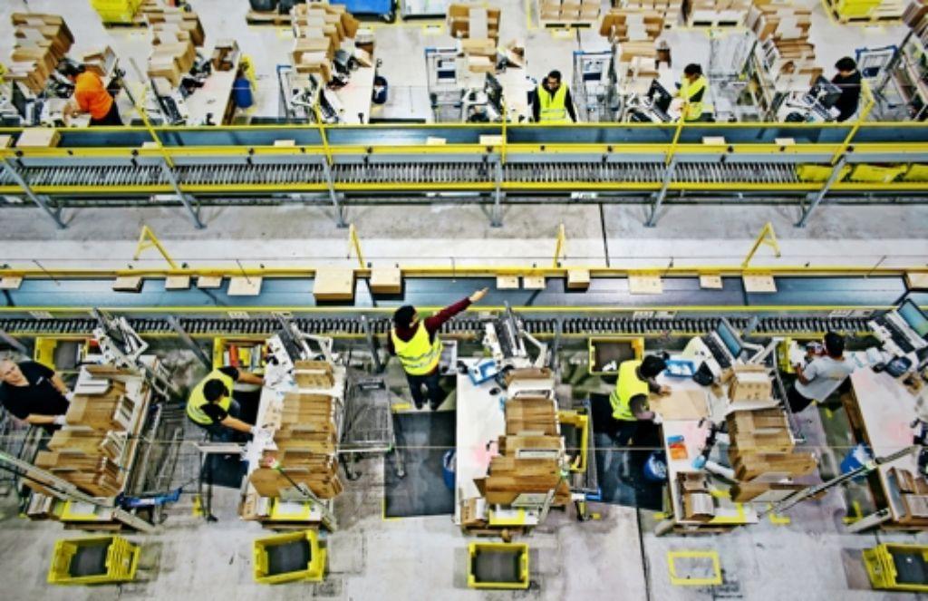 Blick auf die Packstationen im Logistikzentrum von Amazon in Leipzig Foto: dpa