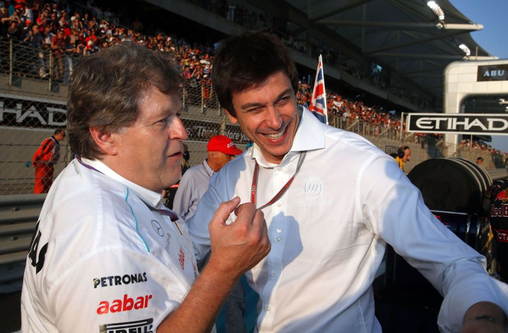 Der frühere Chef der Mercedes-Motorsportabteilung Norbert Haug (links) mit seinem Nachfolger Toto Wolff. Foto: