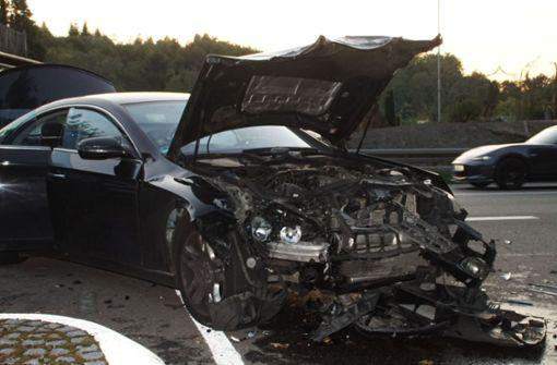 Seat und Mercedes stoßen frontal zusammen