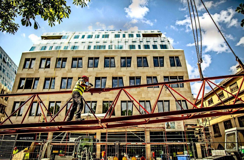 Endspurt auf der Großbaustelle im Herzen der Stadt: Das Dorotheen-Quartier soll am kommenden Dienstag eröffnet werden. Foto: Lichtgut/Leif Piechowski
