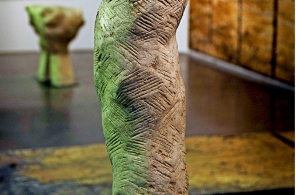 Die Grenzen zwischen Bild und Skulptur fließen in der Ausstellung Foto: Stoppel