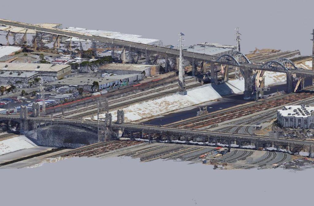 """Alexander W. Schindler und Jack Wolf haben mit ihrer Protestaktion """"In-Camera-Proceedings""""  schrittweise den Algorithmus von Google Maps zerlegt – und daraus Landschaftsmodelle geformt. Foto: Filmwinter"""