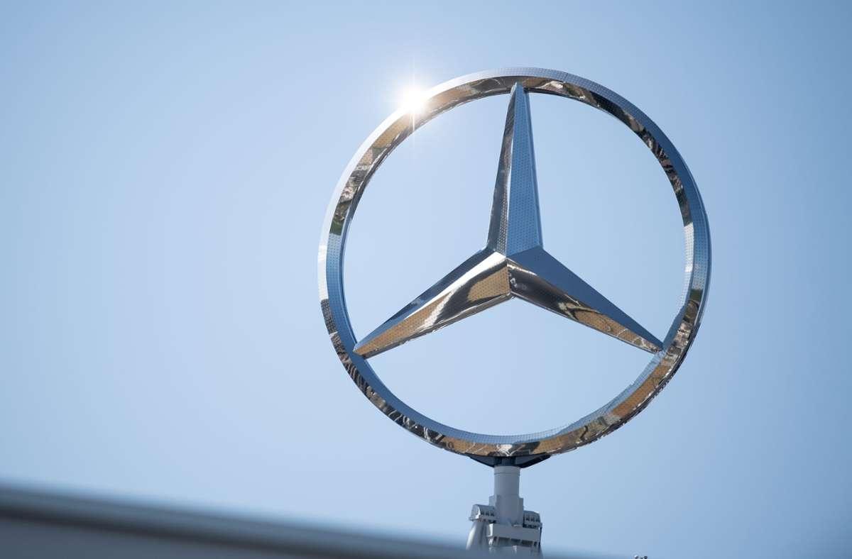 Daimler und der schwedische Lkw-Hersteller Volvo kooperieren. Foto: picture alliance/dpa/Fabian Sommer