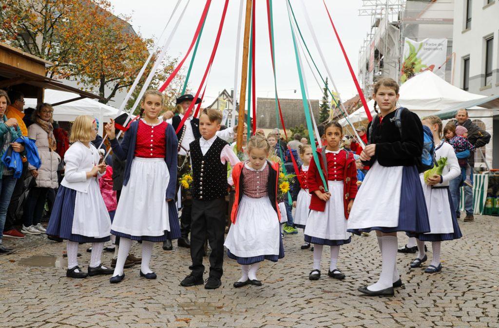 Die Kindertanzgruppe Echterdinger Tracht zeigt ihr Können beim Krautfest. Foto: Thomas Krämer