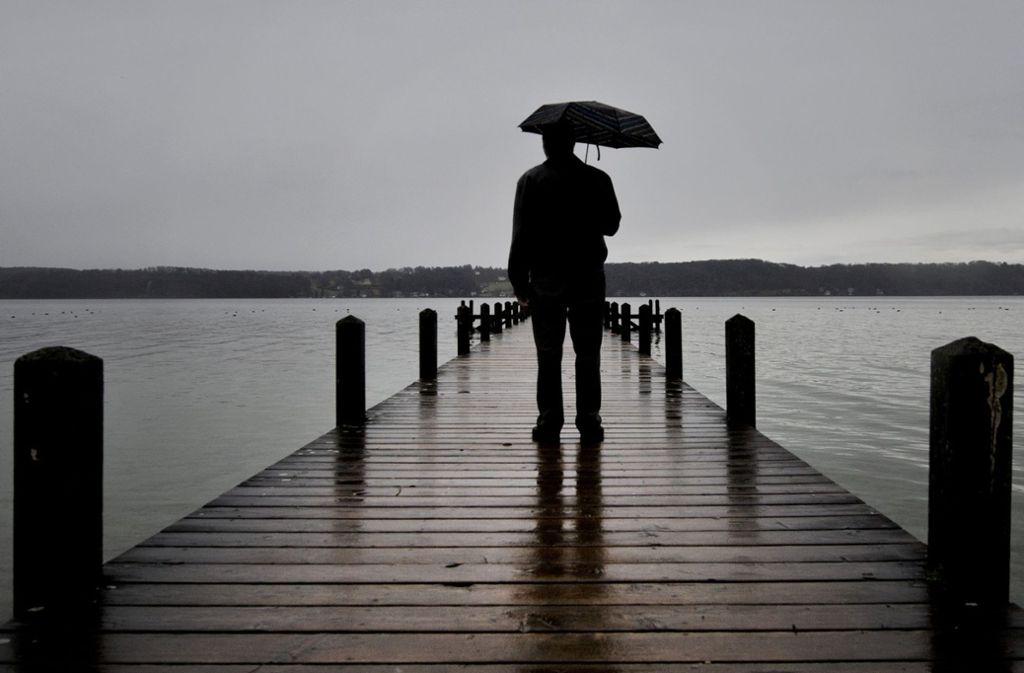 """""""Die Einsamkeit frisst mich auf"""": Einsame schlafen schlechter, sie grübeln mehr, sind unglücklicher und ernähren sich ungesünder als Menschen mit vielen Sozialkontakten.  Foto: dpa"""