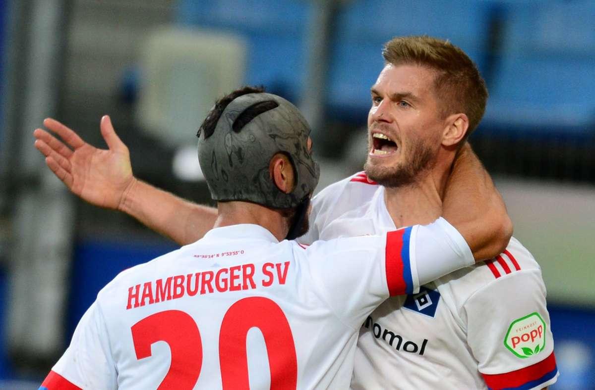 Simon Terodde spielte unter anderem für den VfB Stuttgart. Nun trägt er das Trikot des HSV. Foto: dpa/Daniel Bockwoldt