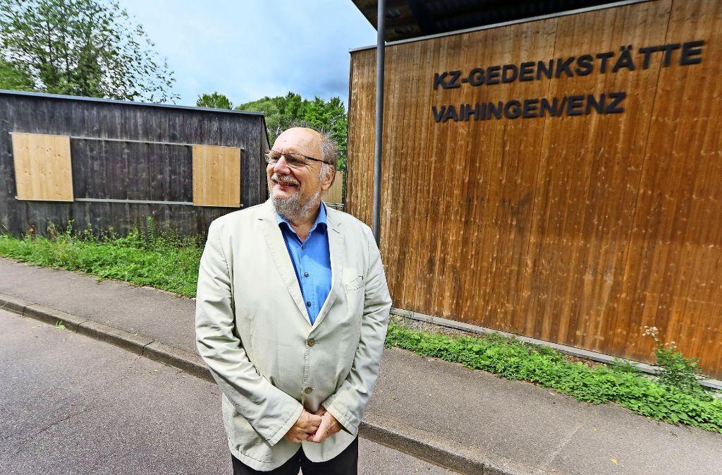 Ungewöhnlicher Treffpunkt: Peter Schimke, der Bundestagskandidat der Linken im Wahlkreis, verabredete sich an der KZ-Gedenkstätte in Vaihingen/Enz. Foto: factum/Weise
