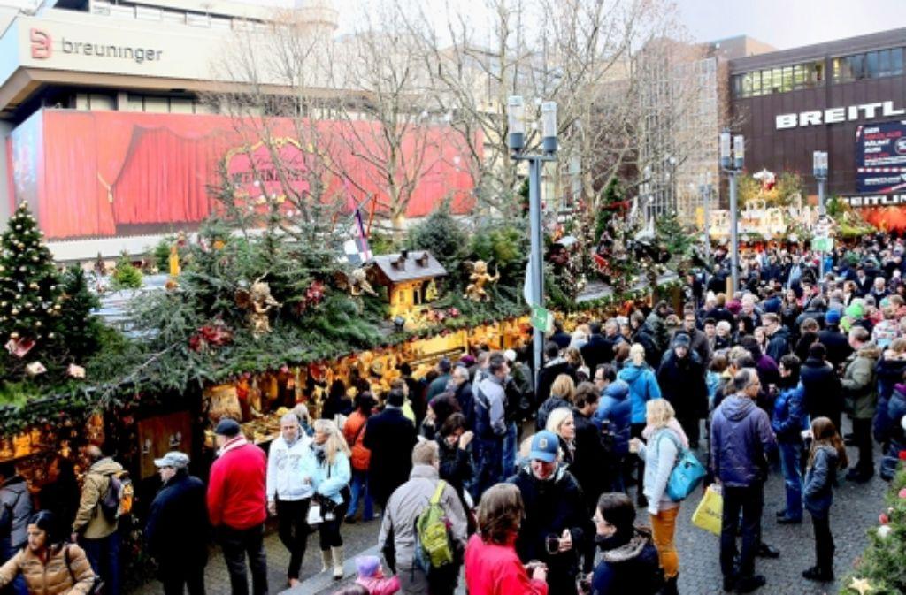 Der Stuttgarter Weihnachtsmarkt war wieder sehr gut besucht. Foto: Achim Zweygarth