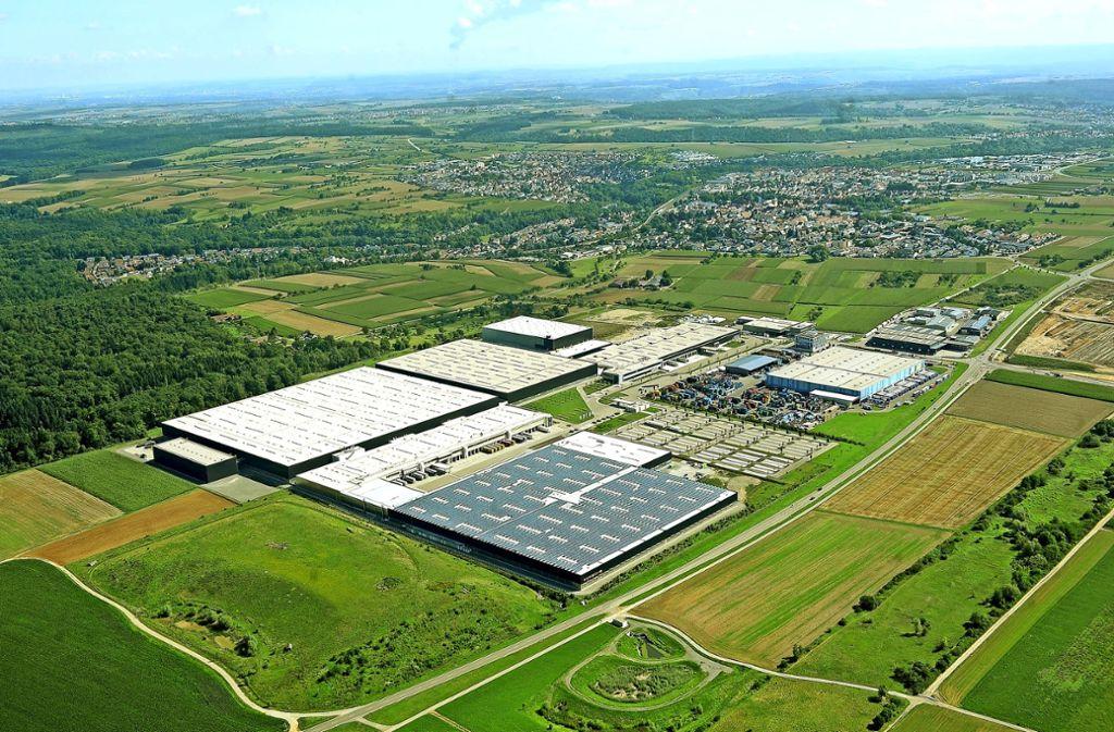 Der Gewerbepark Eichwald soll in Richtung Westen (Bildvordergrund) wachsen. Porsche will dort künftig Autos bauen. Foto: Kuhnle/Archiv