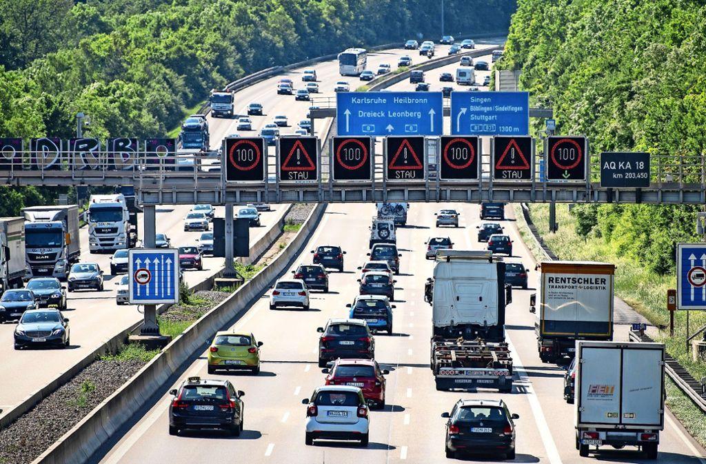 Immer mehr Pendler scheuen den Arbeitsplatz in Stuttgart, weil sie  sonst einen großen Teil ihrer Lebenszeit für die Fahrt in den Betrieb vergeuden. Foto: dpa
