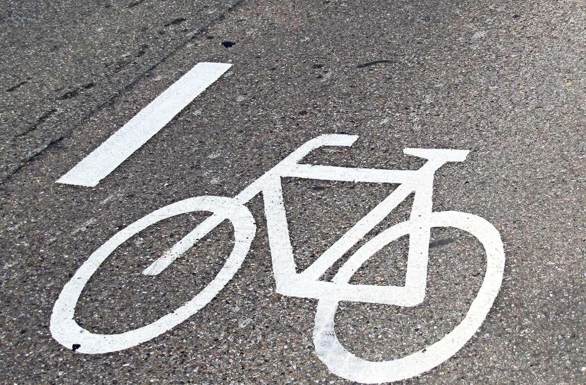 Noch im September sollen zwischen der Waldenbucher Innenstadt und dem Stadtteil Glashütte in beiden Richtungen Radschutzstreifen markiert werden. Foto: Claudia Barner
