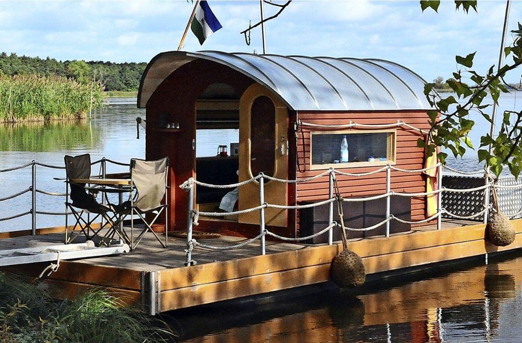 Bis zu acht Floßboote,  ähnlich diesem Modell, sollten in Untertürkheim  zur Ausleihe zur Verfügung stehen. Foto: dpa Foto: