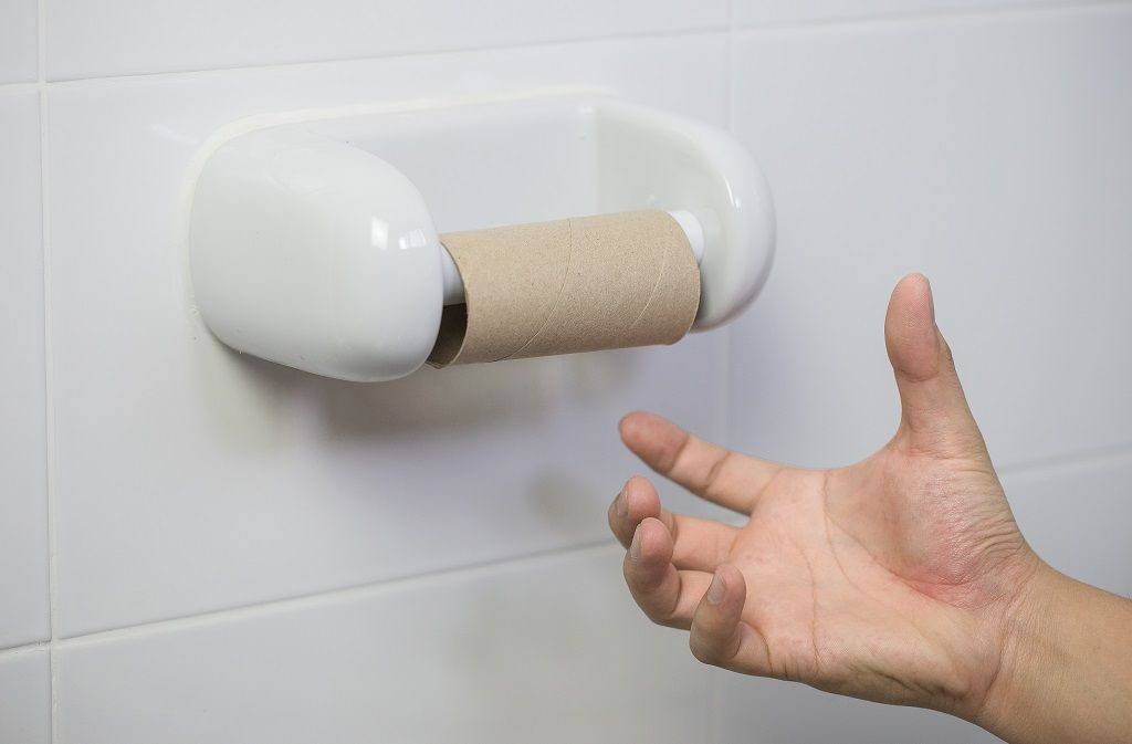 Welche Alternativen zum Toilettenpapier gibt es, wenn Sie kein Klopapier mehr haben? Foto: YiiPoon/Shutterstock