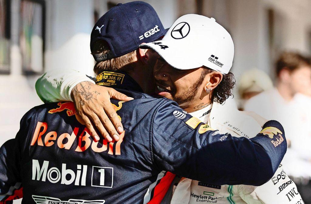 Max Verstappen (li.) ist auf der Rennstrecke derzeit der härteste Rivale von Weltmeister Lewis Hamilton. Foto: Getty Images