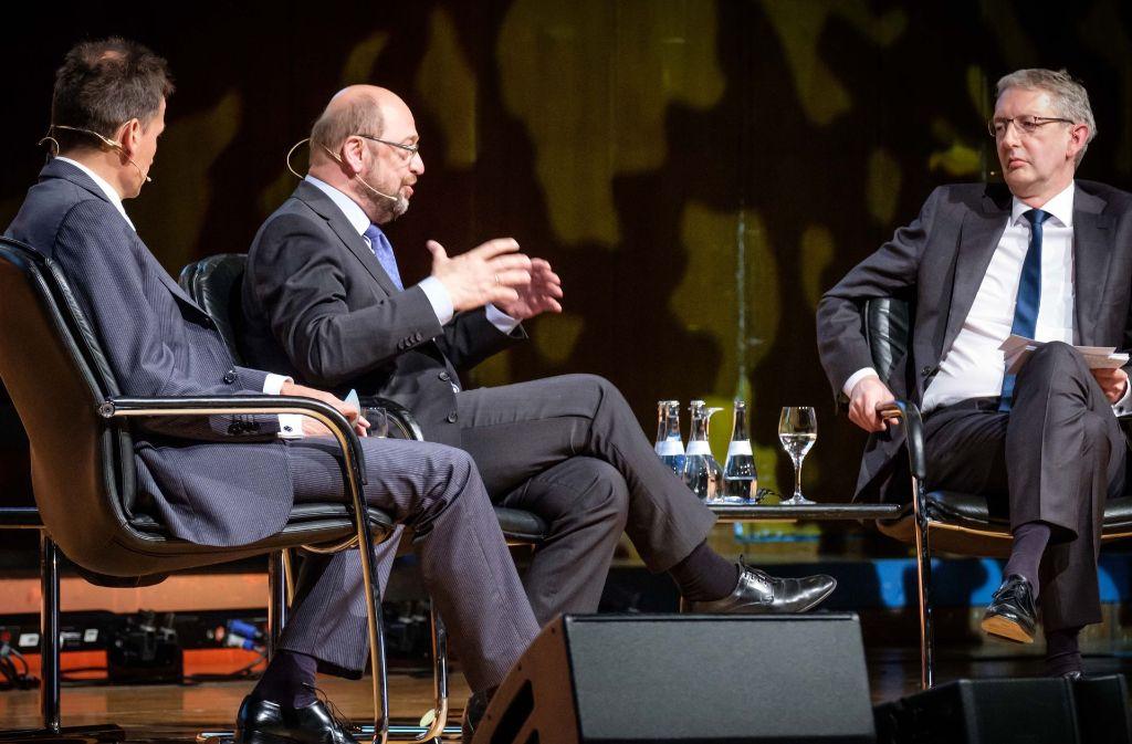 Die Chefredakteure von StZ (rechts) und StN im Gespräch mit Schulz. Foto: Lichtgut/Achim Zweygarth