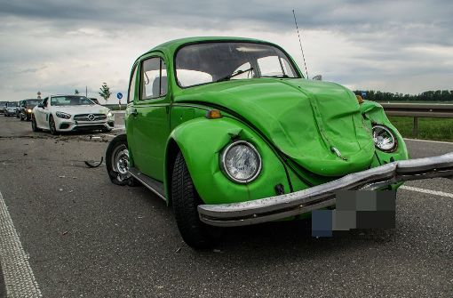 VW Käfer kollidiert mit Mercedes