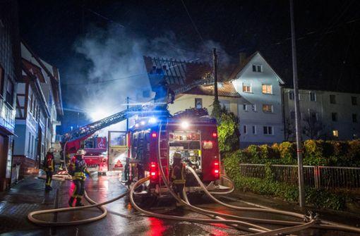 Haus nach Feuer teilweise unbewohnbar – Bewohnerin verletzt