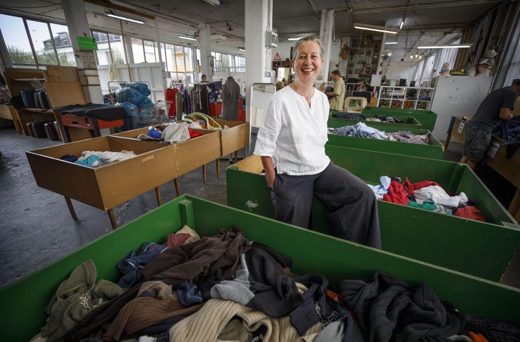 Zum Lachen ist Monika Kraus eigentlich nicht zumute, der Wühli sucht nach wie vor verzweifelt nach einer Bleibe. Foto: Gottfried Stoppel