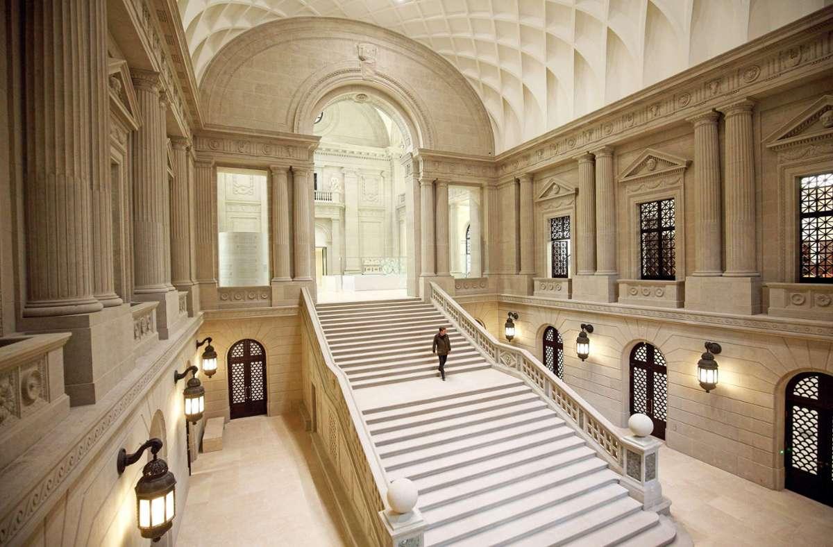 Neuer Glanz, alte Pracht: die Treppenhalle der sanierten Staatsbibliothek Unter den Linden in Berlin. Foto: epd/Juergen Blume