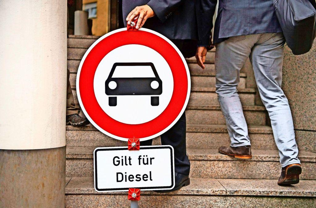 Vom 1. Januar an sollen ältere Diesel nicht mehr durch Stuttgart fahren dürfen. Foto: dpa