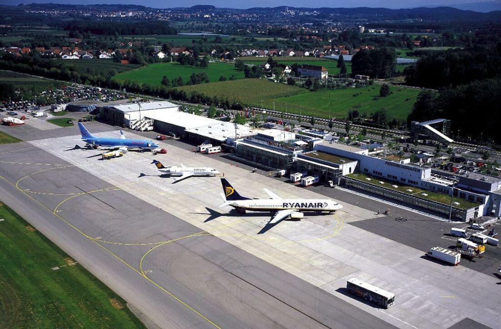 Der Flughafen Friedrichshafen hatte viele Fluggäste der Germania-Airline, die Insolvenz anmelden musste. Foto: StZ