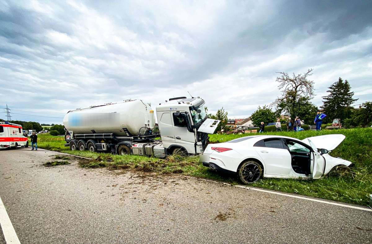 Die B10 musste zur Unfallaufnahme voll gesperrt werden. Foto: 7aktuell.de/Nils Reeh/7aktuell.de   Nils Reeh