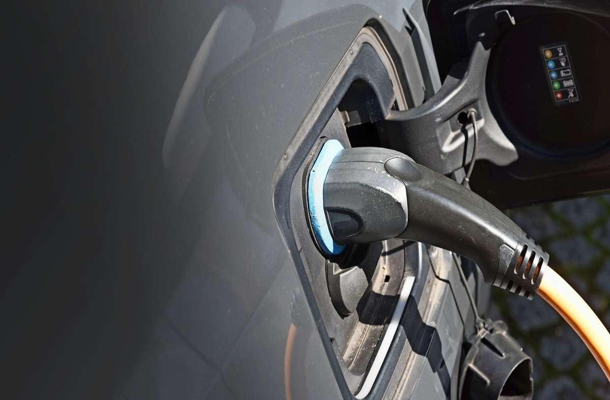 Wie klimaschonend sind E-Autos? Mit dieser Frage setzt sich eine neue Analyse auseinander. Foto: Adobe Stock/studio v-zwoelf