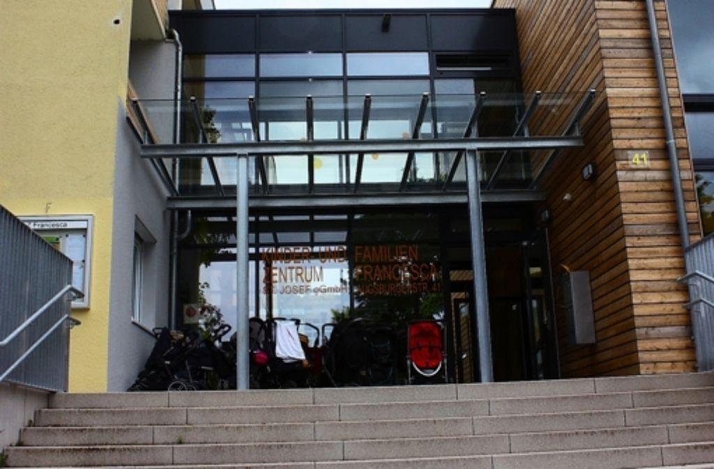 Der Eingang des neuen Zentrums liegt an der Augsburger Straße. Foto: Annina Baur