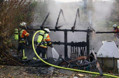Gartenhaus brennt komplett nieder