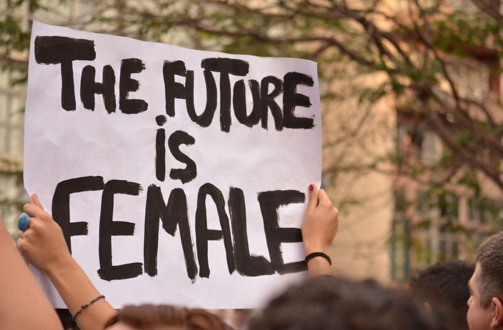 Weibliche Beschäftigte fordern verstärkt eine Gleichberechtigung mit den Männern ein – ob  beim Frauentag oder am Equal Pay Day. Foto: Gabriel