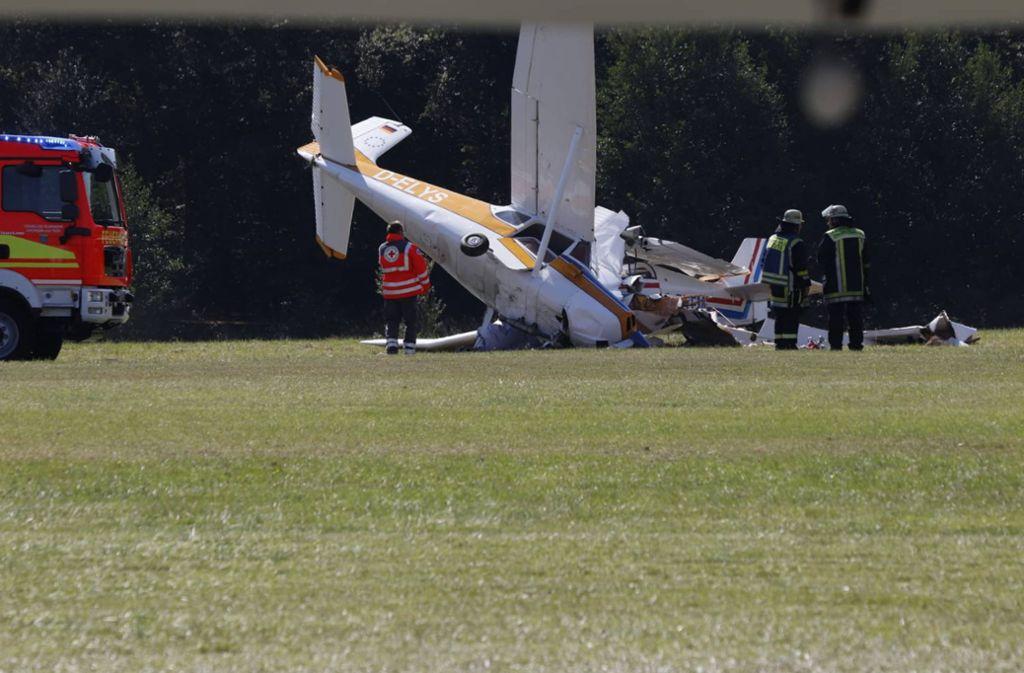 Crash am Boden: Die Feuerwehr eilt zu der Unfallstelle. Foto: 7aktuell.de/Nils Reeh