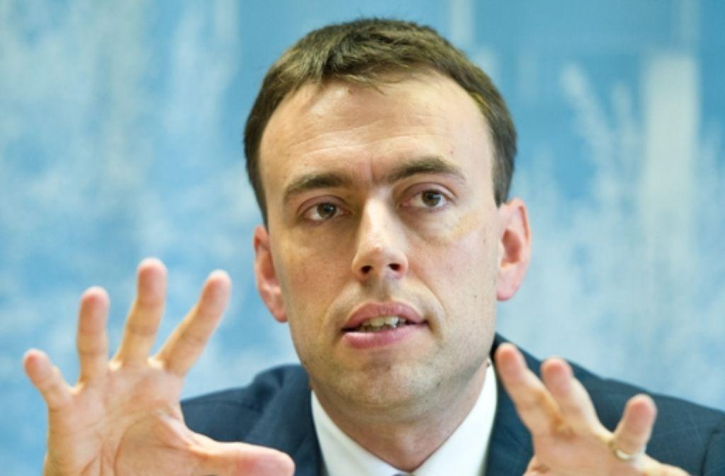 Das Thema Mieterschutz beim Verkauf der LBBW-Wohnungen ist ein heißes Eisen. Nun erhebt die CDU Vorwürfe gegen SPD-Finanzminister Schmid. Sie wirft ihm Täuschung vor. Foto: dpa