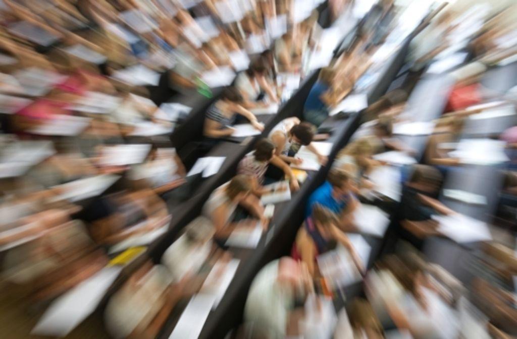 Studieren bedeutet Stress.  Viele Studenten suchen telefonischen Beistand. Foto: dpa