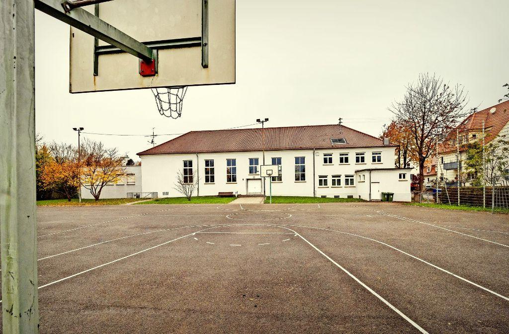 Auch dieser Bolzplatz bei der Gemeindehalle im Stadtteil  Hoheneck soll mit Wohngebäuden bebaut  werden. Foto: factum/Archiv
