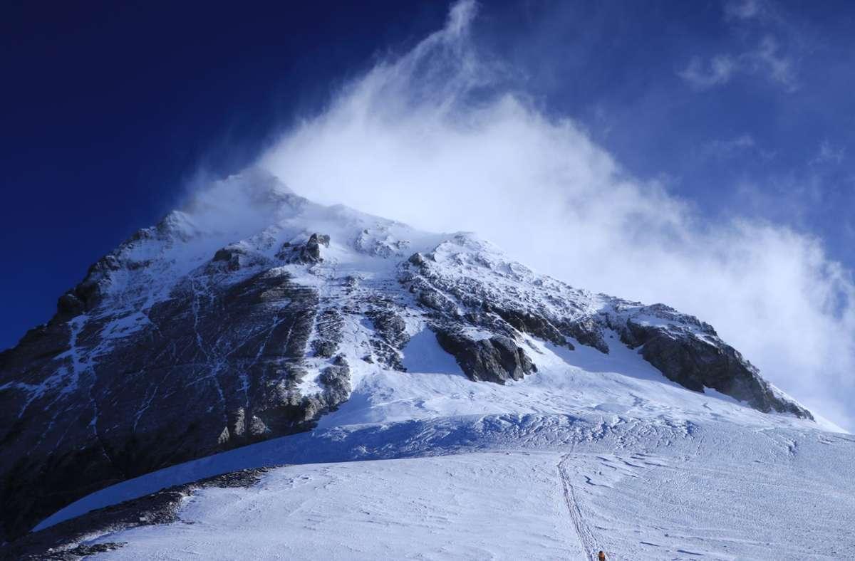 """Blick vom Südsattel auf den Südgipfel und den sogenannten """"Balkon"""" des Mount Everest. Foto: Tshiring Jangbu Sherp/privat/dpa"""