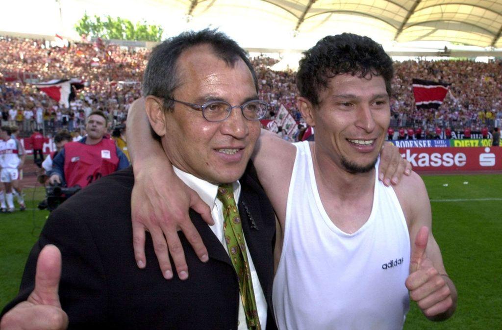"""Felix Magath (links) und """"sein"""" Zehner, Krassamir Balakov. Foto: dpa/dpaweb/Bernd Weißbrod"""