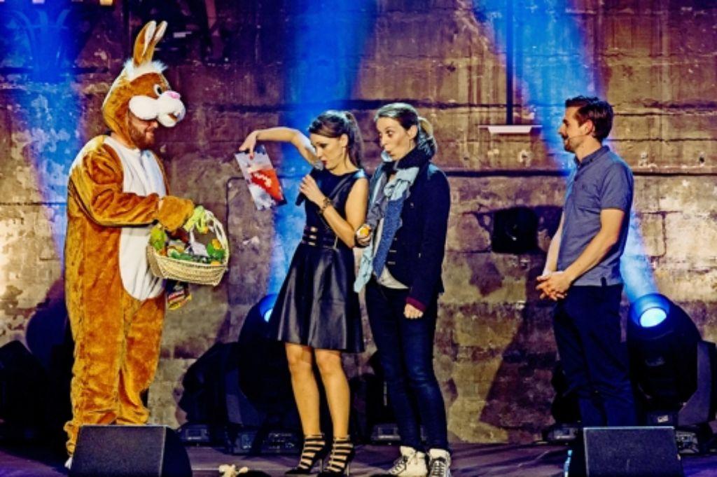 Carolin Kebekus (Zweite von links) mit Gästen in ihrer  neuen Show Foto: ARD