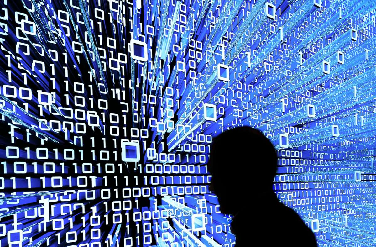 Viele Unternehmen haben nach Ansicht von Wirtschaftsexperten  Nachholbedarf in Sachen Digitalisierung. Die digitale Welt wird in binären Codes dargestellt, verwendet werden  0 und 1. Foto: dpa/Peter Steffen