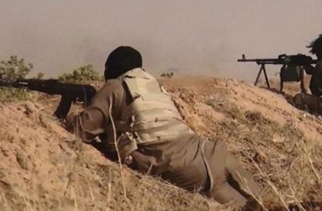 Bei der Verteidigung der syrischen Stadt Kobane gegen die Terrormiliz Islamischer Staat (IS) erhalten die kurdischen Kämpfer weitere Verstärkung. Foto: dpa