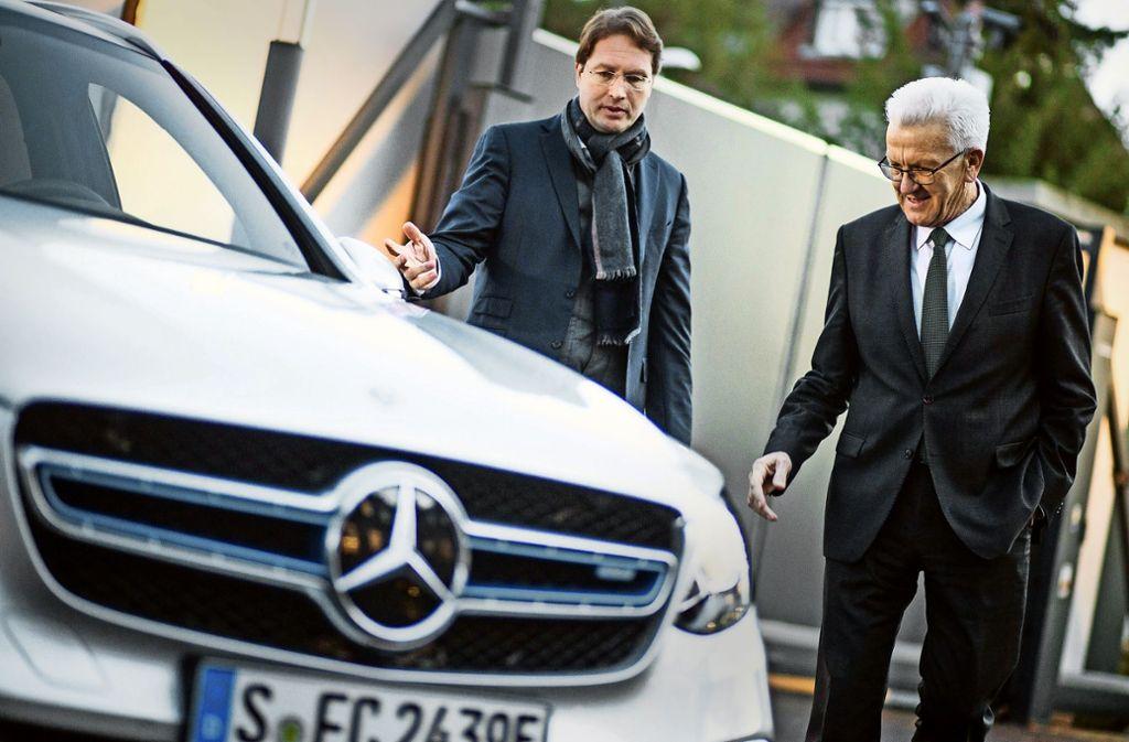 Winfried Kretschmann will seinen neuen Elektro-Dienstwagen nur als Zweitwagen nutzen. Foto: dpa